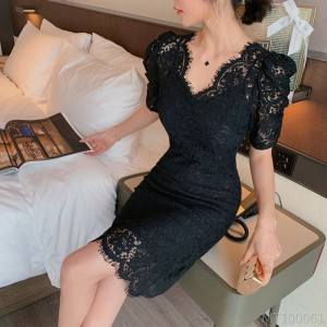 2020 new Korean version of the V-neck lace lace bubble short-sleeved dress