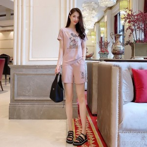 2020 new heavy industry black and white Mickey pink T-shirt casual shorts suit
