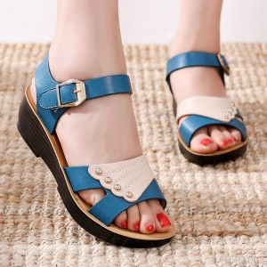 2020 new female flat shoes non-slip comfortable sandals and slippers