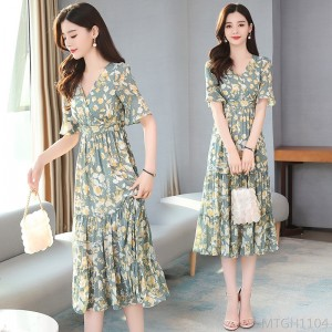 2020 new waist slimming early spring v-neck fairy bottom floral skirt