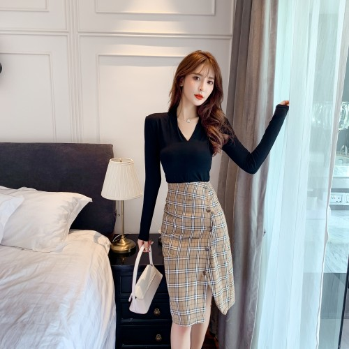 2020 new long-sleeved slim T-shirt + high-waist slit check skirt
