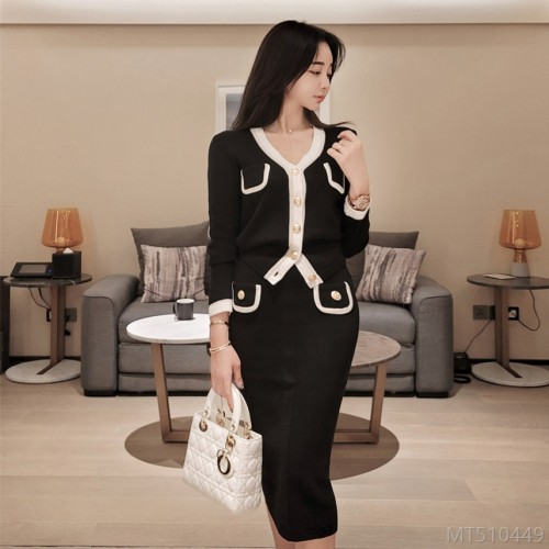 2020 new autumn and winter color matching V-neck sweater suit skirt