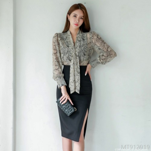 2020 new V-neck snake print shirt + side slit basic skirt