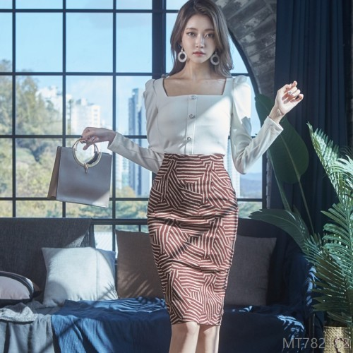 2020 New Slim Knit Top Waist Printed Hip Skirt Set