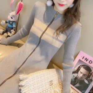 2018 knitted dress, new style of the autumn and winter, the Korean version is thin and the bottom is long.