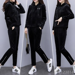 2018 big yards, women's clothing, autumn and winter, new style, leisure, skinny, velvet and thicker velvet fashion suit.