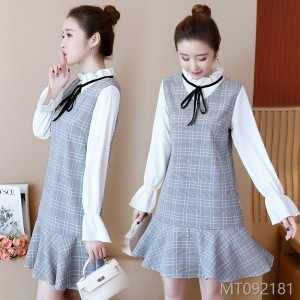 2018 autumn dress, new women's wear, Korean version, two pieces of lattice skirt, doll collar long sleeved dress.