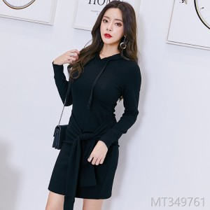 2018 autumn and winter new style dress, pure color, long sleeves, hooded skirts, autumn and winter.