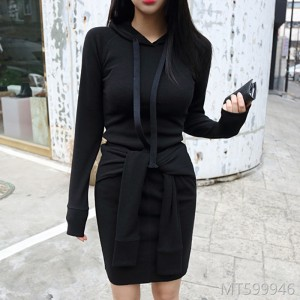 2018 autumn and winter new women's dress, pure color, self-cultivation, long sleeves and hats.