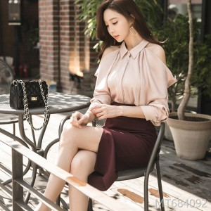 Fall and Winter 2018 New Korean OL Temperament Leakage Shoulder Shirt Blouse Fashion Slim Pack Hip Skirt Suit
