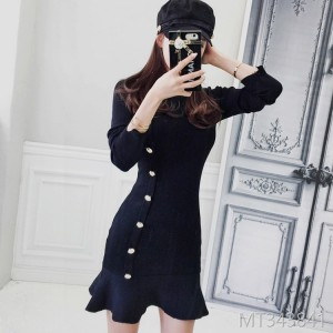 Autumn 2018 new Korean version of temperament, round collar, slim figure, single row button knitted bottom skirt, sweater dress