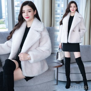 Long sleeves of fur and fur integrated wool coat, 2019