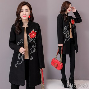 Mid-long woolen jacket with long sleeves in autumn 2019