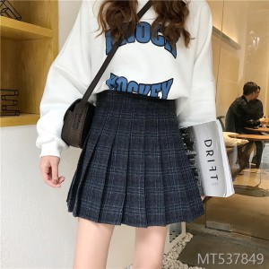 A-shaped short skirt with high waist pleated skirt and retro half-length skirt in the plaid of 2019