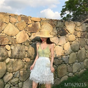 2019 new camisole + high waist white feather skirt
