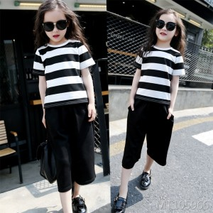 2019 new girls in the big children's summer short-sleeved cropped trousers suit