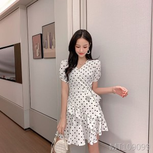 Polka-dot V-neck waist ruffle dress