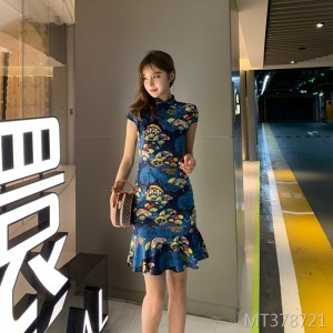 A good version of the Chinese style short fishtail dress