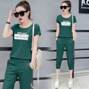Korean version of the round neck printed short-sleeved cropped trousers sweater two-piece