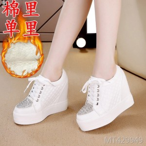 New wholesale flat-bottomed and sports shoes