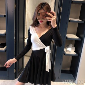 Low-cut waist, thin color matching, long-sleeved strap, heart-shaped A-line dress