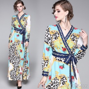 Joker waist slimming positioning print V-neck dress