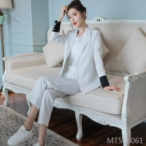 2019 new white striped small suit