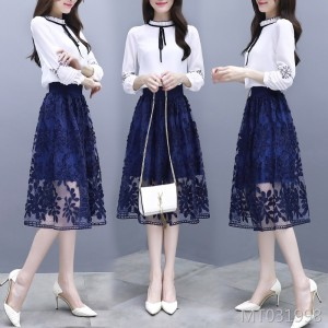 The new ladies temperament small fragrance heart machine skirt design is thin