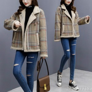 Short Korean version of loose woolen thickening plus velvet coat tide