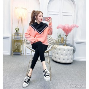 Short-sleeved hooded sweatshirt with embroidered slim pants suit