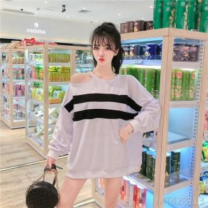 Loose off-shoulder long-sleeved shirt