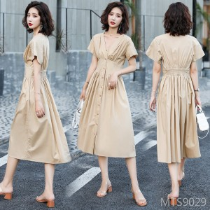 Elegant and trendy dress in mid-length