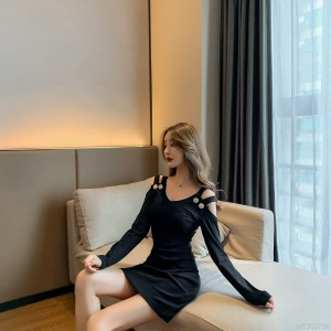 V-neck long sleeve dress with thin leaky shoulders